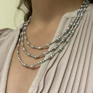 Mesure et art du temps - Flexible Necklace with 3 Rows of 18 Karat White Gold and Fine Pearls