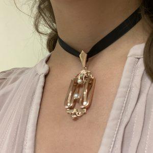 Mesure et art du temps - 18 Karat Rose Gold Pendant with 3 Fine Pearls