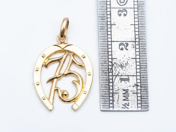 Mesure et art du temps - Yellow Gold Pendant Lucky Charm Horse. Horloger - Montres - Or Jaune - Bijoutier