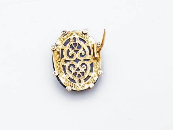 Mesure et art du temps - 18 Karat Yellow Gold Brooch with Diamond and Lapis Lazuli Cabochon