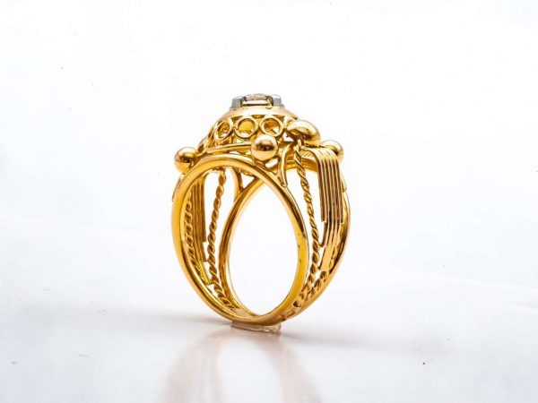 Mesure et art du temps - 18 Karats Yellow Gold Lace Tank Ring with a Diamond