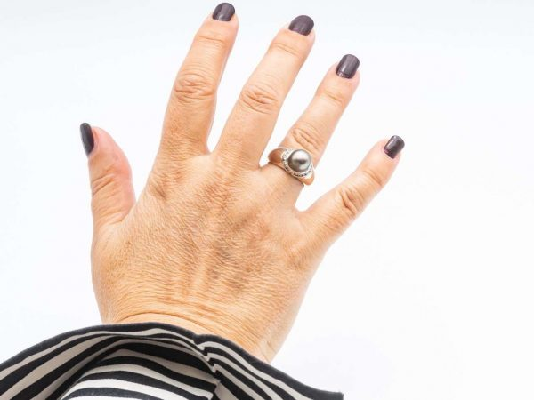 Mesure et art du temps - White Gold Ring with a Tahitian Pearl and Diamonds