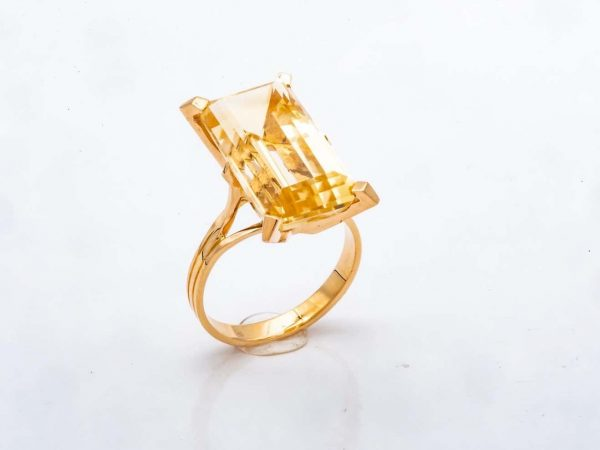 Mesure et art du temps - 18 Karat Yellow Gold Ring with Emerald cut Citrine