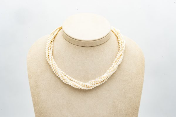 Mesure et art du temps - 6 Row Cultured Pearls Necklace with 18K Yellow and White Gold Clasp. Bijoutier - Joaillier - Horloger - France - Vannes - Morbihan