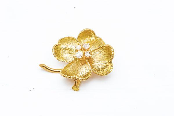 Mesure et art du temps - 18 Karat Yellow Gold and Diamonds Four Leaf Clover Brooch. Bijoutier - Joaillier - France - Vannes - Morbihan - Bretagne