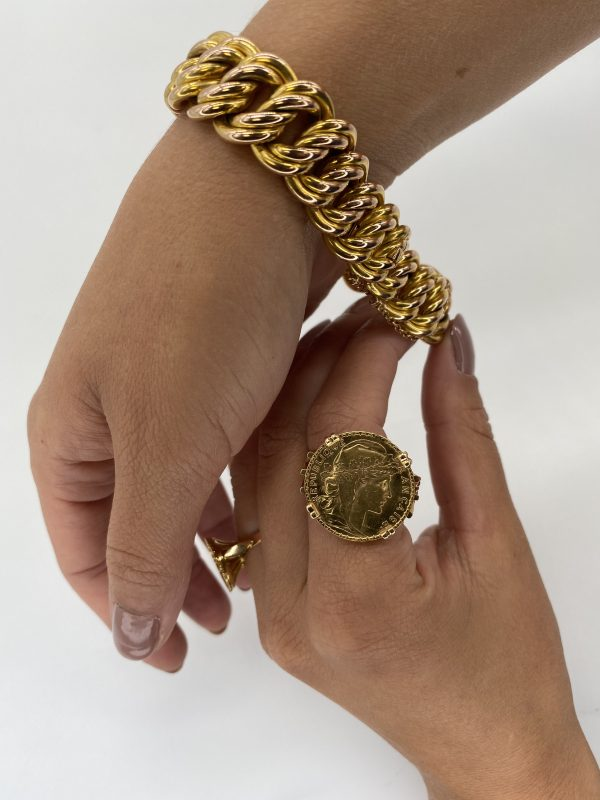 Mesure et art du temps - Ring Coin 20 francs in Yellow Gold 24 Carats Marianne République Française Gold coin of 20 francs 24 carats mounted in ring, setting in Yellow Gold 18 carats. On the front : right profile of the Marianne wearing the phrygian cap and a crown of oak branch. Inscription : FRENCH REPUBLIC. On the reverse side the French motto : Liberty, equality, fraternity surrounds a rooster, date 1907. Engraver : Jules-Clément Chaplain. Edge with inscription LIBERTE EGALITE FRATERNITE. Mounting punched eagle head Size : 71,5 FR; 13,75 US