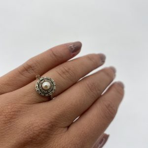 Mesure et art du temps - Yellow Gold and White Gold Ring with Diamonds and Fine Pearl Antique Yellow and White Gold Ring with a Fine Pearl and Diamonds 0,24 carats size 52,5 24 Diamonds : 24x0,01 carats = 0,24 carats Diameter of the pearl : 0,5 cm Size : 52,2 FR, 6 US , L UK