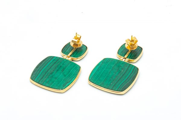 mesure et art du temps - Malachite and 18k Yellow Gold Pendant Earrings Malachite set closed around a plate of Mala on Yellow Gold 18 carats articulated in the center. Their clasps butterflies secures them. Width of malachite in top: 1,2 cm Length of malachite in top: 1,2 cm Width of malachite in bottom: 2,2 cm Length of malachite at the bottom: 2.3 cm