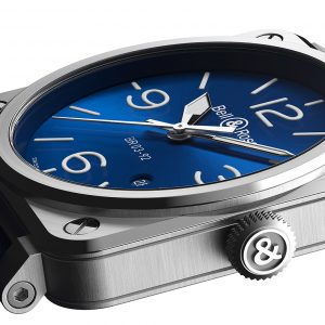 Mesure et art du temps - The BR03 BLUE STEEL features a mechanical automatic movement in a 42 mm diameter polished-satin steel case. It is particularly legible with its blue dial, numbers, indexes and hands covered with Superluminova®. This watch comes with a blue calf leather and synthetic fabric strap.