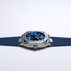 Mesure et art du temps - Bell & Ross, an essential reference in aviation watches with its iconic BR03 square model designed for extreme professionals, Bell & Ross unveils its new BR05 collection.