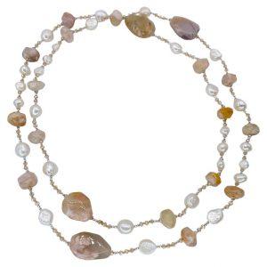 Mesure et art du temps - Necklace of cultured pearl and stones Necklace of pearls and stone to wear in multi row or a single row. Length : 160 cm